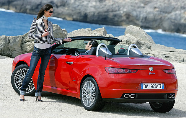 Alfa-Romeo-Spider-Girl
