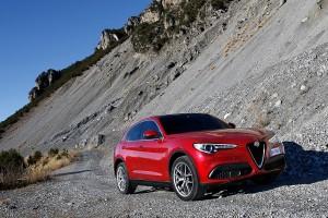 Alfa-Romeo-Stelvio-2017-003