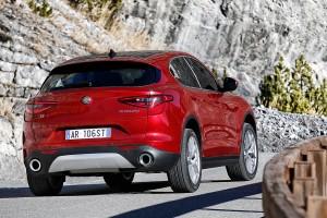 Alfa-Romeo-Stelvio-2017-008