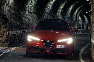Alfa-Romeo-Stelvio-2017-017